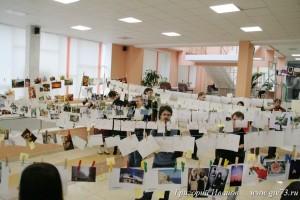 В фойе Дворца творчества молодежи